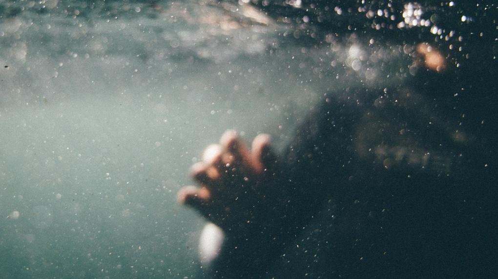 В Омской области на «диком» пляже утонул мужчина