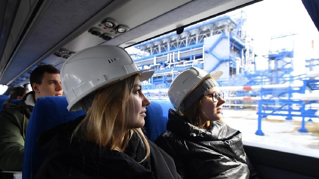 Омских студентов впечатлили природоохранные проекты Нефтезавода