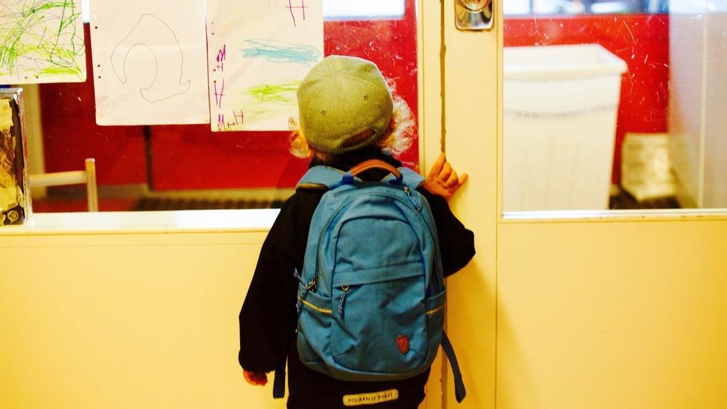 До четырёх килограммов. Портфели омских школьников тяжелеют с каждым годом