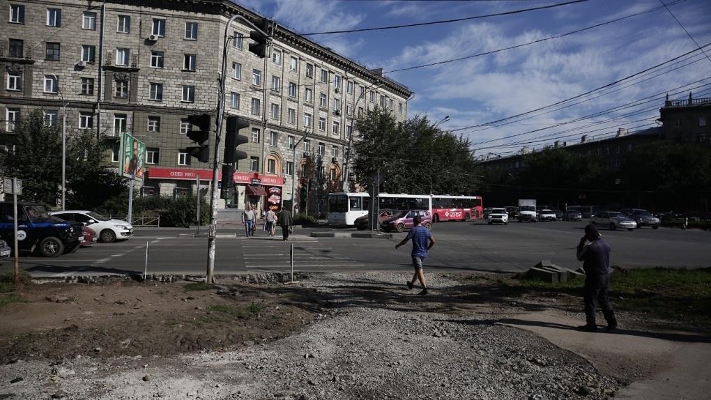 На улицах Титова и Станиславского в Новосибирске уберут парковочные карманы
