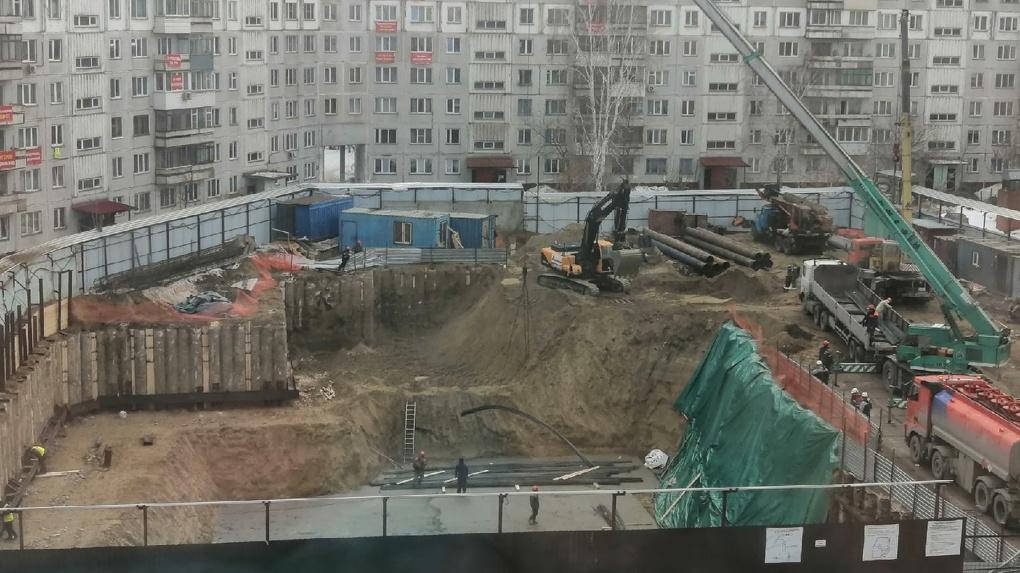 «Землетрясение» произошло в доме рядом со скандальной стройкой в Железнодорожном районе Новосибирска