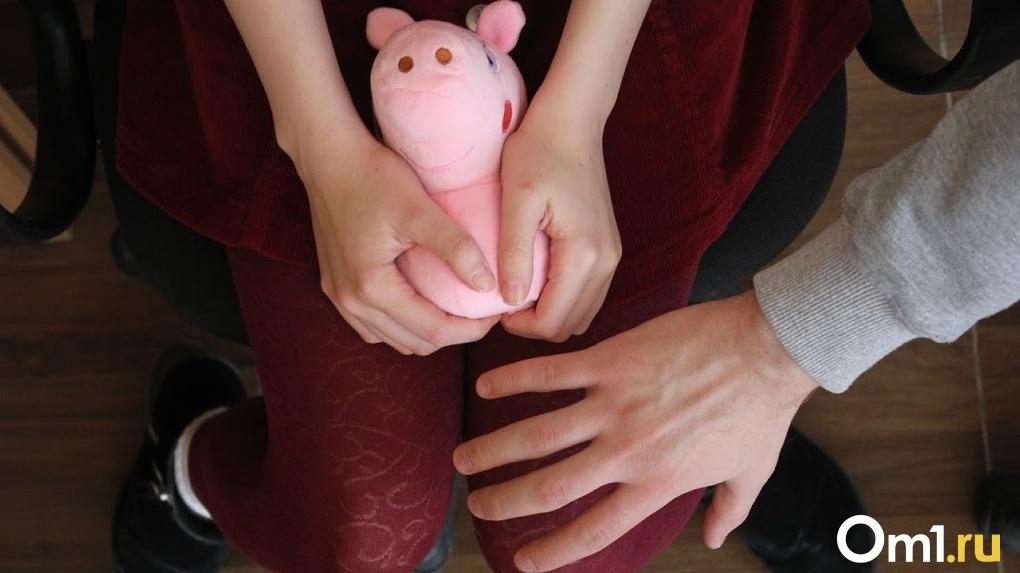 Трое девочек стали жертвами педофила: новосибирского насильника приговорили к 15 годам колонии