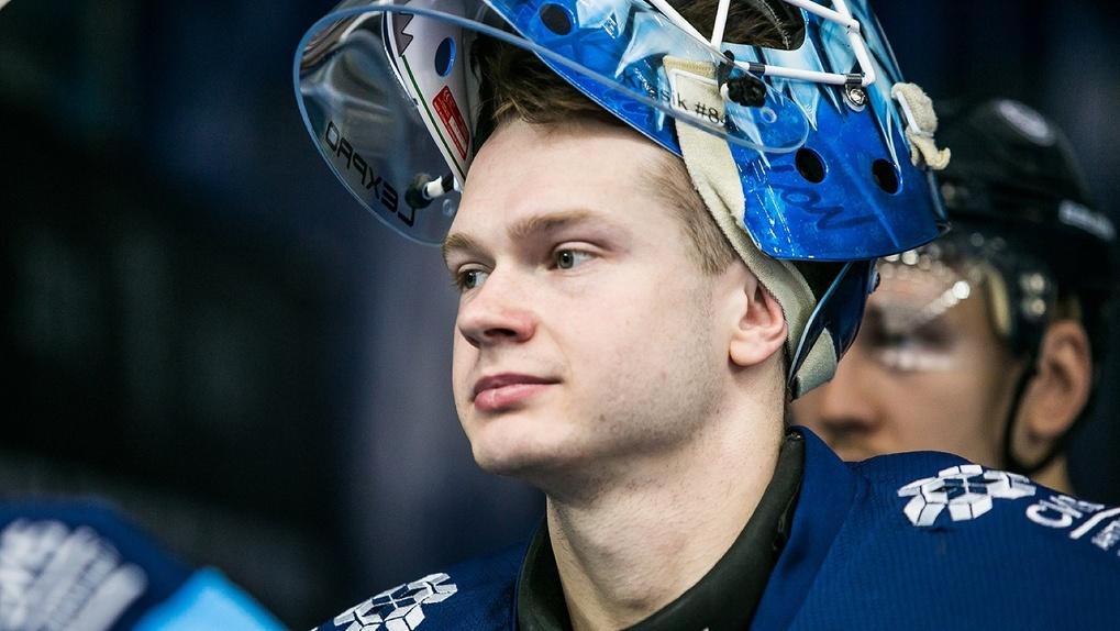 Хоккейный клуб «Сибирь» избавился от голкипера Алексея Красикова
