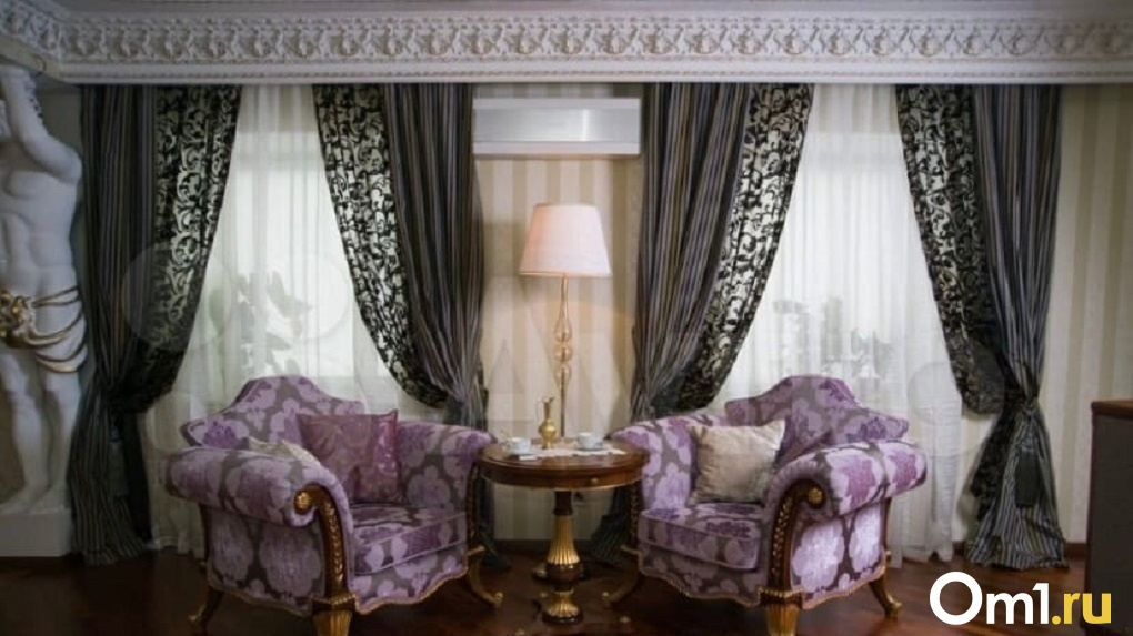 В Омске продают квартиру за 18 миллионов, в которой потолок держат полуобнажённые мужчины