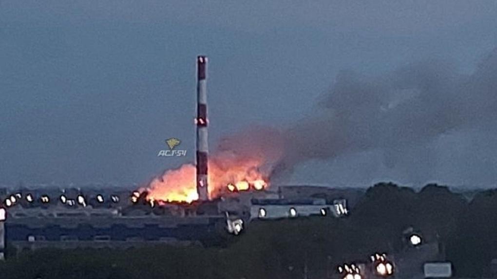Страшное видео: свалка мусора загорелась в Новосибирске