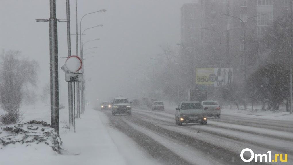 ГИБДД предупредила омичей о мощном снегопаде
