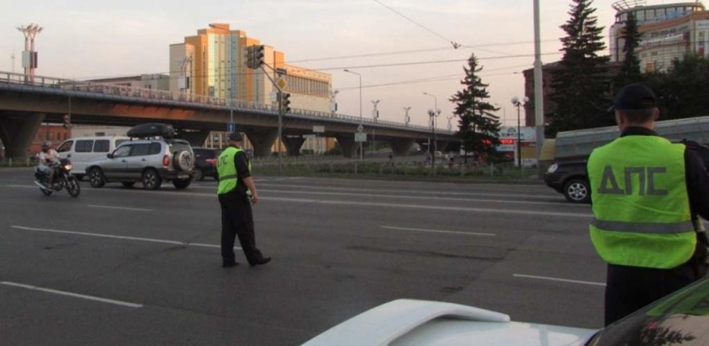 В Омске в канун Дня мотоциклиста поймали пьяного байкера без прав