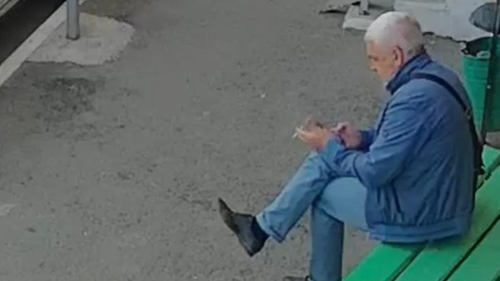 Новосибирец прокалывает шины своим соседям