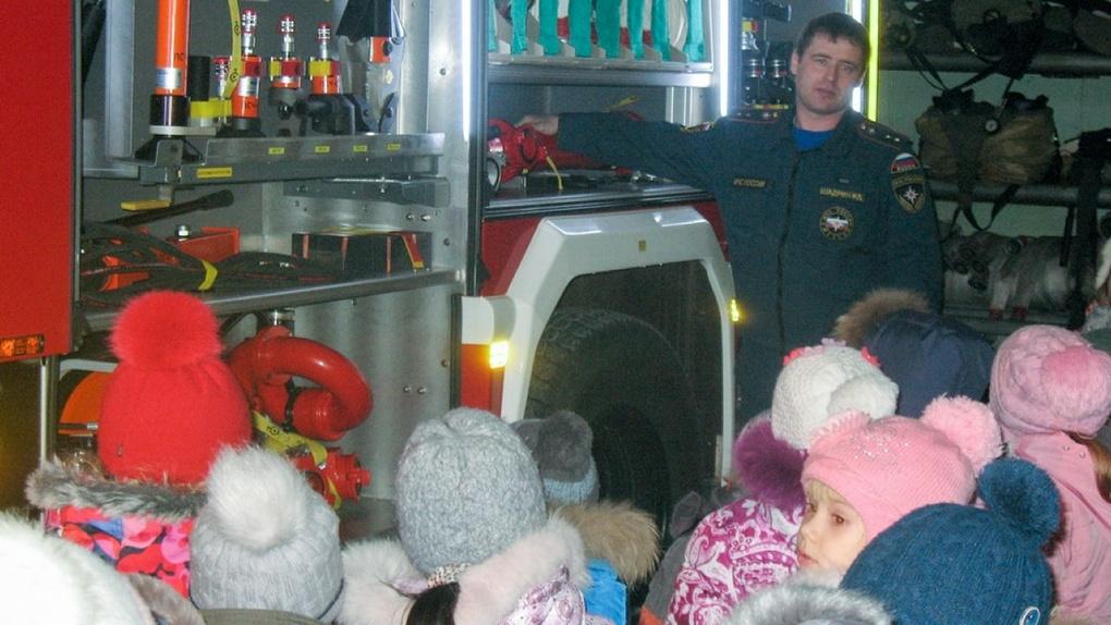 В Омской области мальчик прятался от пожара в нише для холодильника