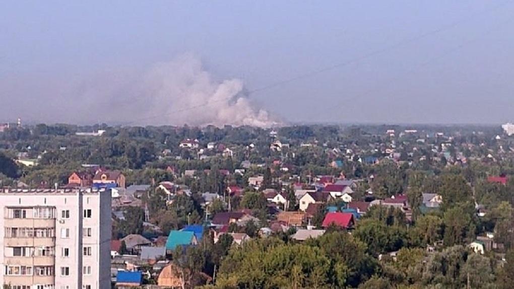 Левобережье Новосибирска заволокло едким дымом