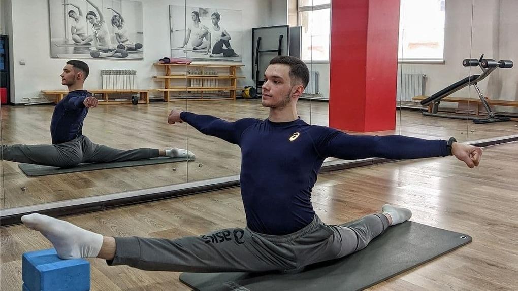 «Меня приглашали работать в цирк du Soleil»: единственный в Омске тренер-мужчина по Pole dancе рассказал о тонкостях работы на шесте