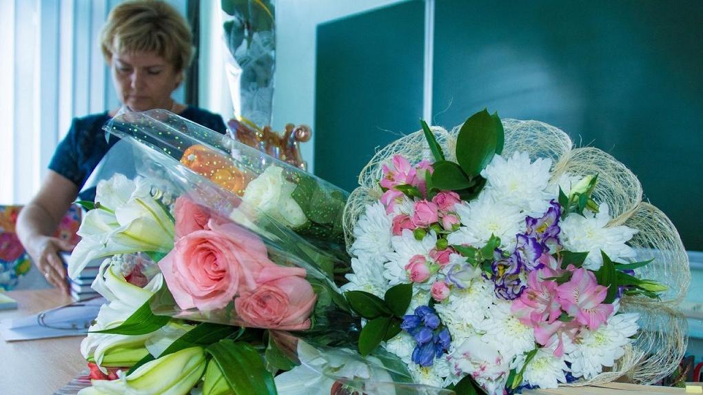 Прикольные картинки учителя завалены цветами, год ребенка