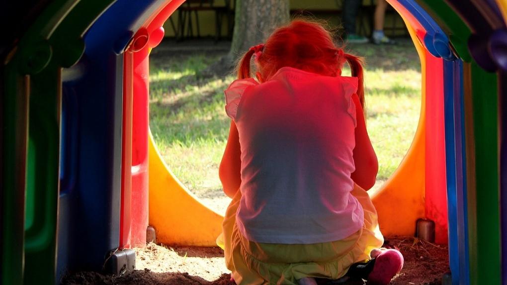 Из-за педофила, которого до сих пор не поймали, полиция попросила омичей не оставлять детей без присмотра