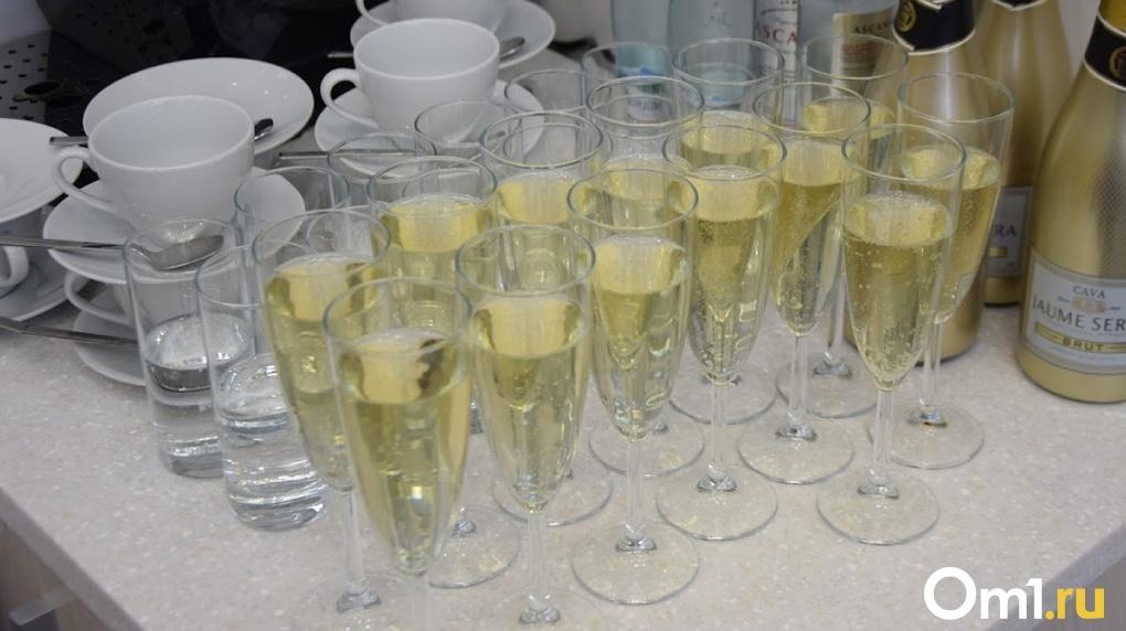 Омичам 1 января придётся заплатить за шампанское больше, чем обычно