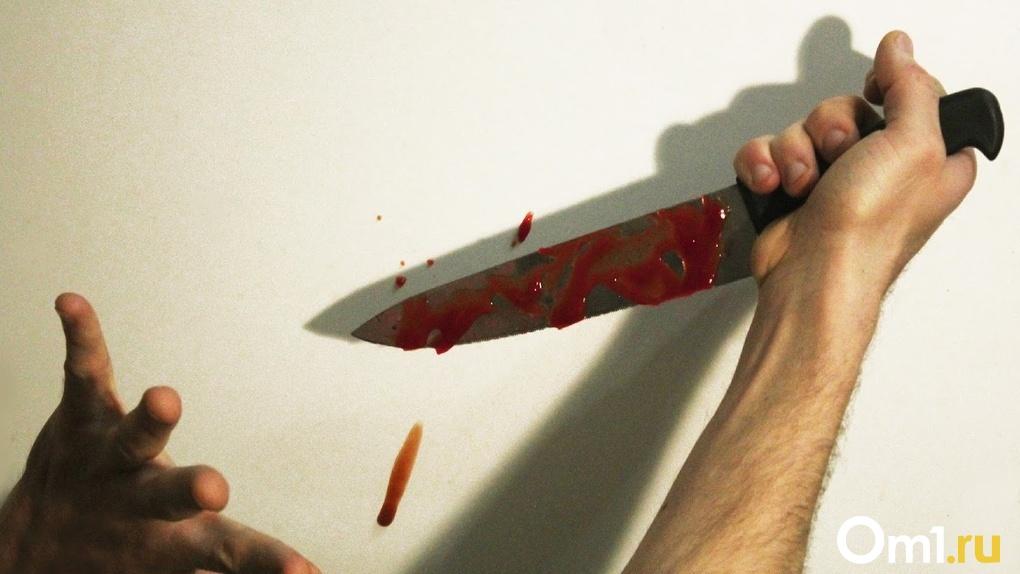 Омич с помощью ножа и палки жестоко расправился с собственным отцом