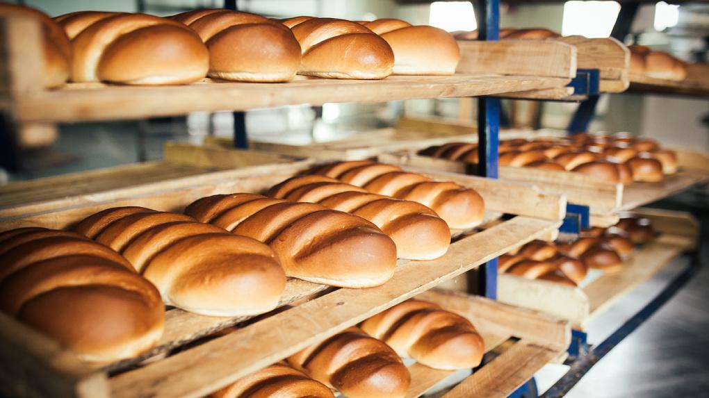 С прилавков Омска изъяли более 40 килограммов хлеба