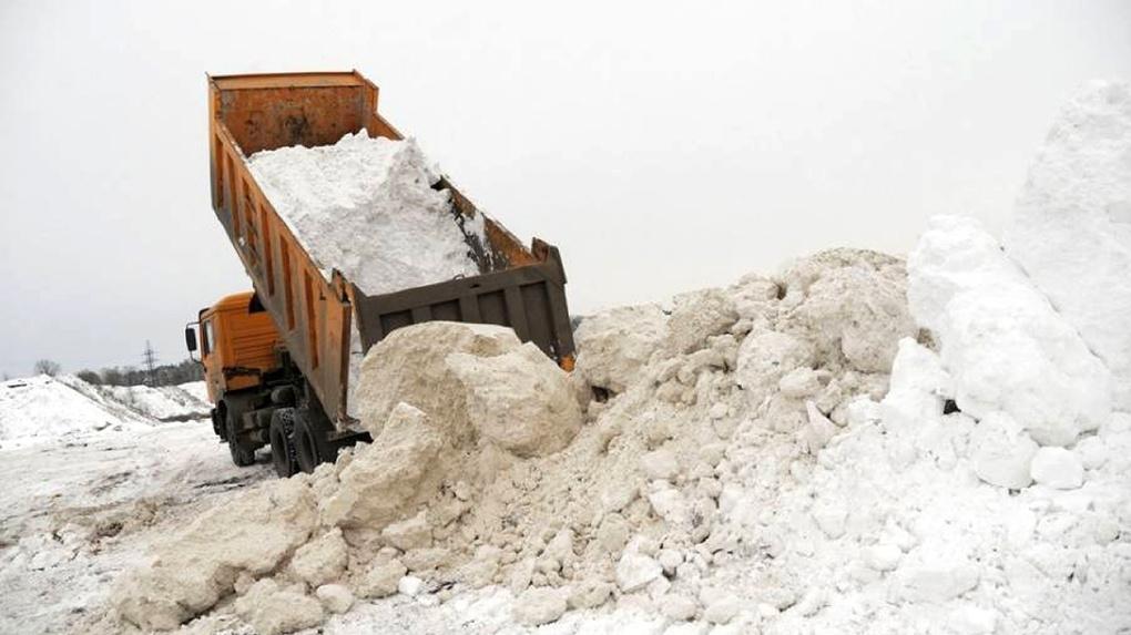Омских дачников затапливает талым снегом из города