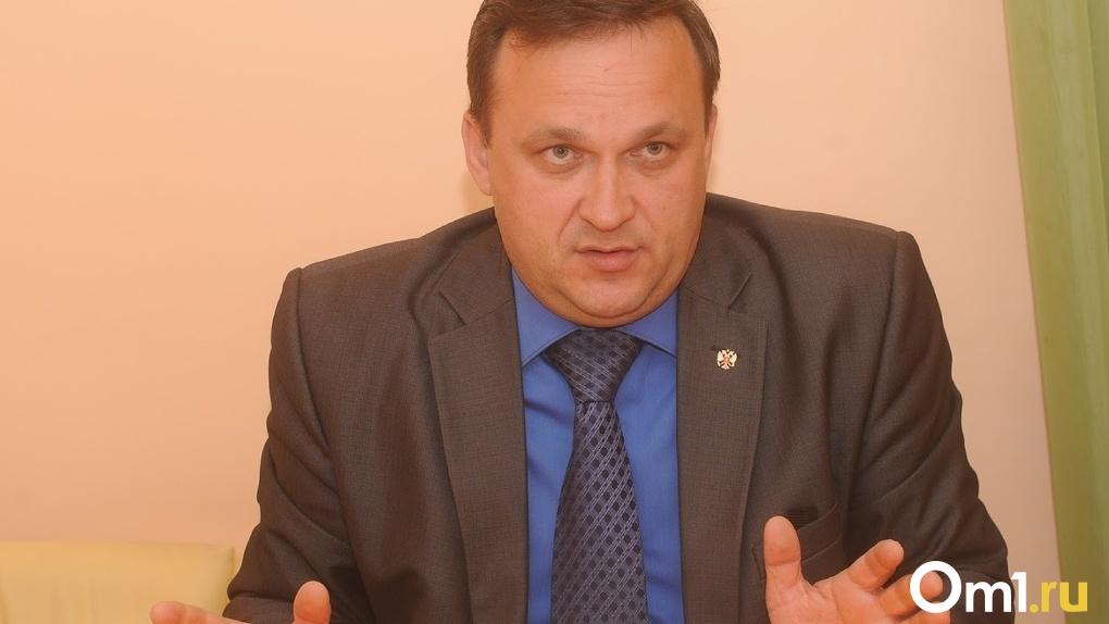 Александр Бурков добивается отставки скандально известного главы Омского района через суд