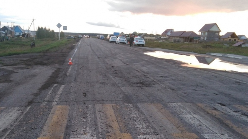 «Неудачно подкатил»: мужчина насмерть сбил женщину на пустой дороге в Новосибирской области
