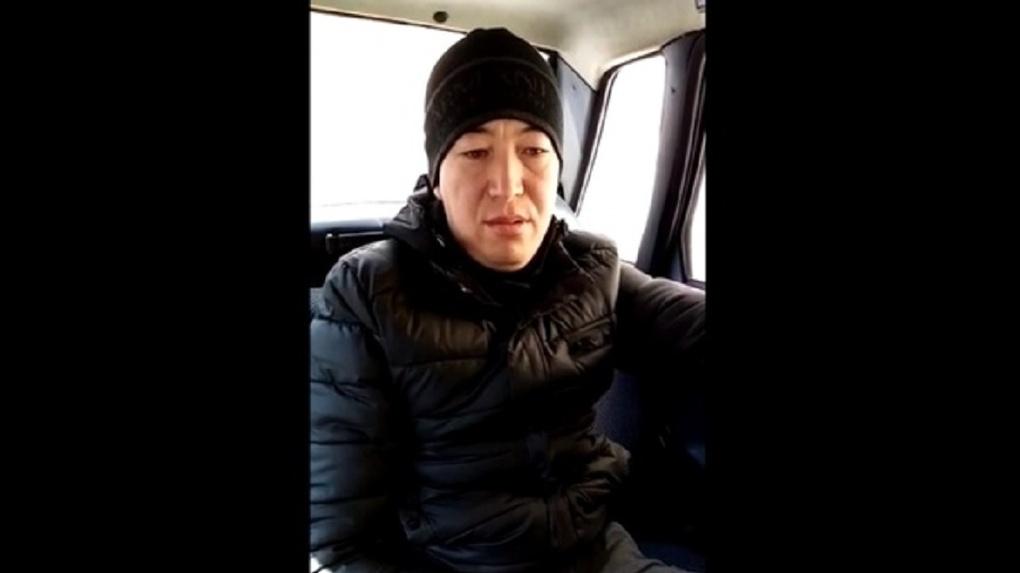 В Новосибирске двое мужчин искалечили бизнесмена битой и забрали почти полмиллиона рублей
