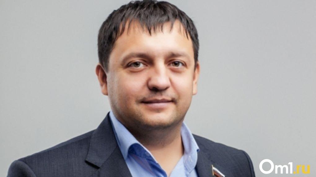 «Подкупил избирателей»: оппозиционеры требуют снять с выборов новосибирского депутата Дмитрия Дамаева