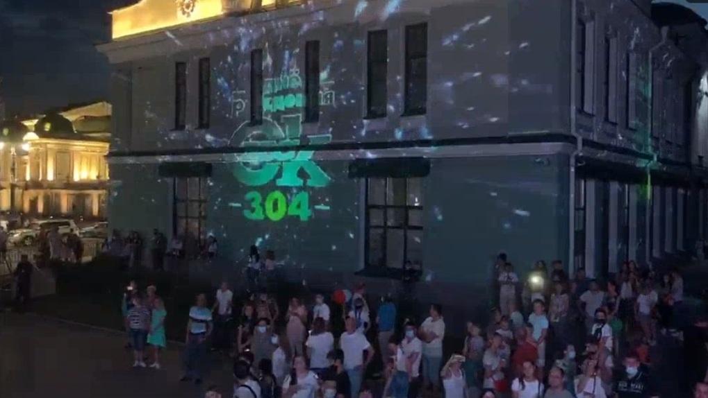 Световое шоу в Омске совместили с салютом. «Тайное» место посетили десятки горожан