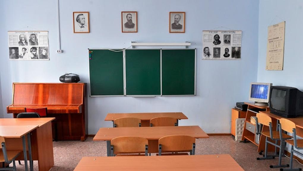 Омские школьники могут закончить год на две недели раньше, чем планировалось
