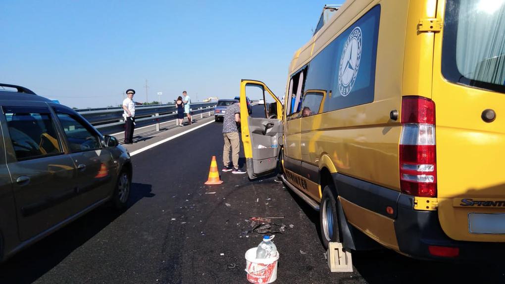 Омичи разбились в крупной аварии с микроавтобусом в Крыму