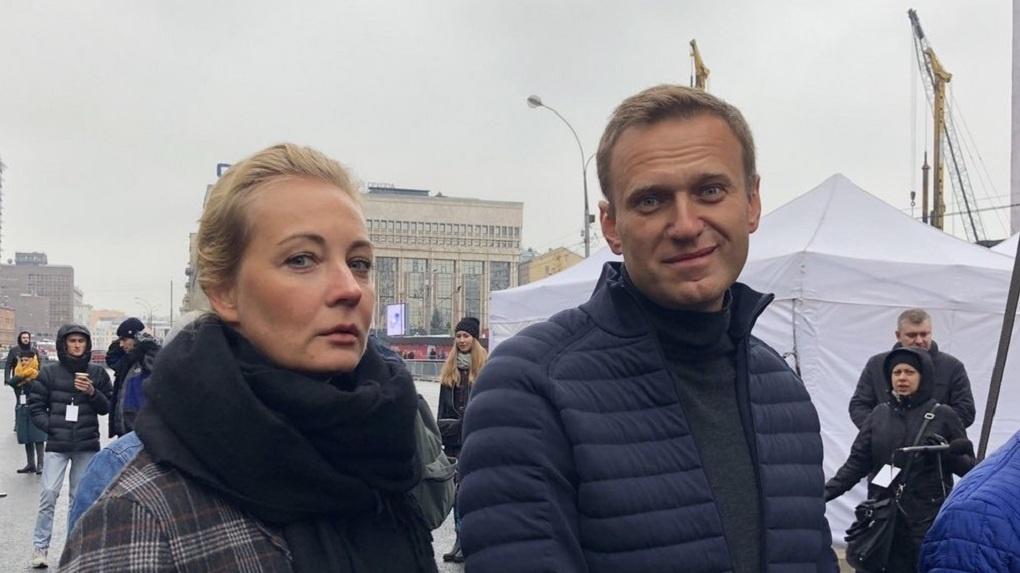 Навальный намерен подать в суд на пресс-секретаря Путина за обвинения в работе с ЦРУ