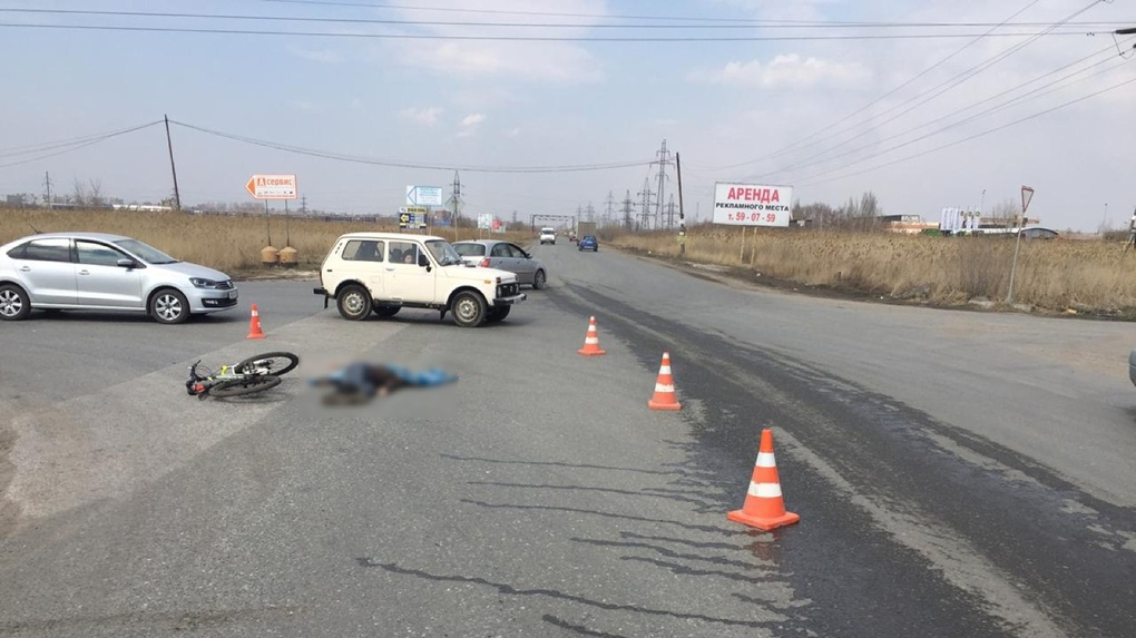 В Омске КамАЗ насмерть сбил велосипедиста