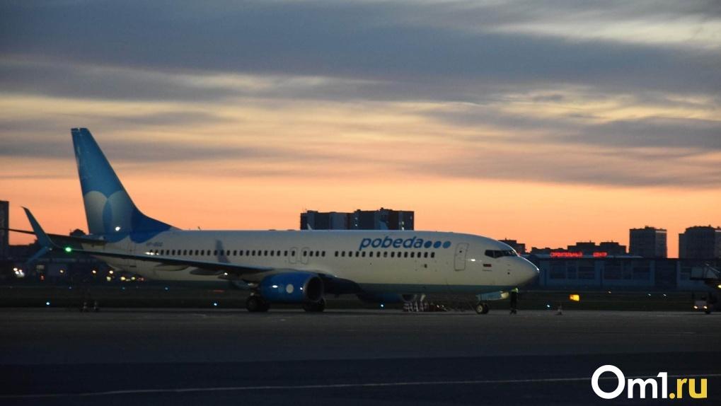 Пьяная пассажирка рейса «Омск-Москва» требовала снять с нее обувь и «прохрапела» три часа