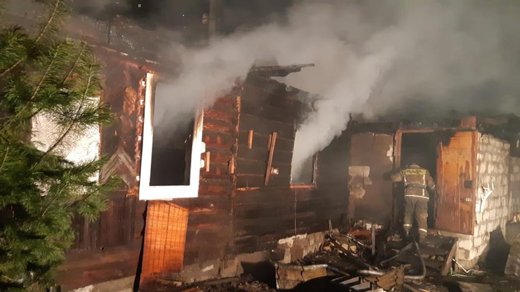 В Новосибирске огонь уничтожил Центр помощи погорельцам