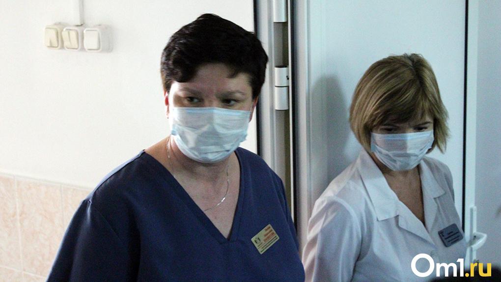 Больше 500 новосибирских медиков получили коронавирусные выплаты