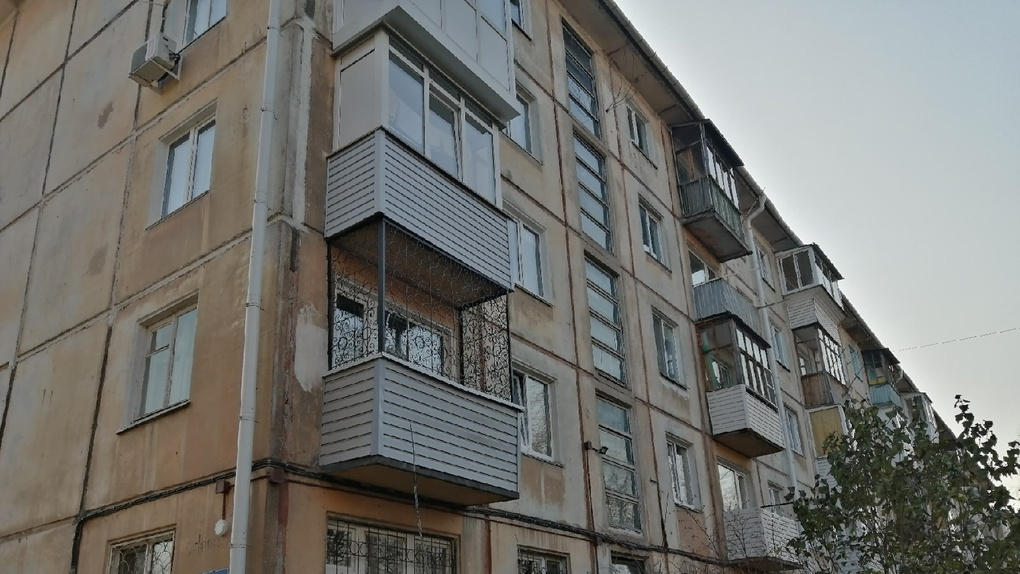 АО «Омскэлектро» запускает тепло в омские многоэтажки. В «судебных» домах не бояться идти в зиму