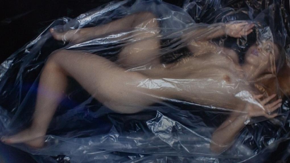 Фото шокируют: выставка снимков абсолютно голых женщин открылась в Новосибирске