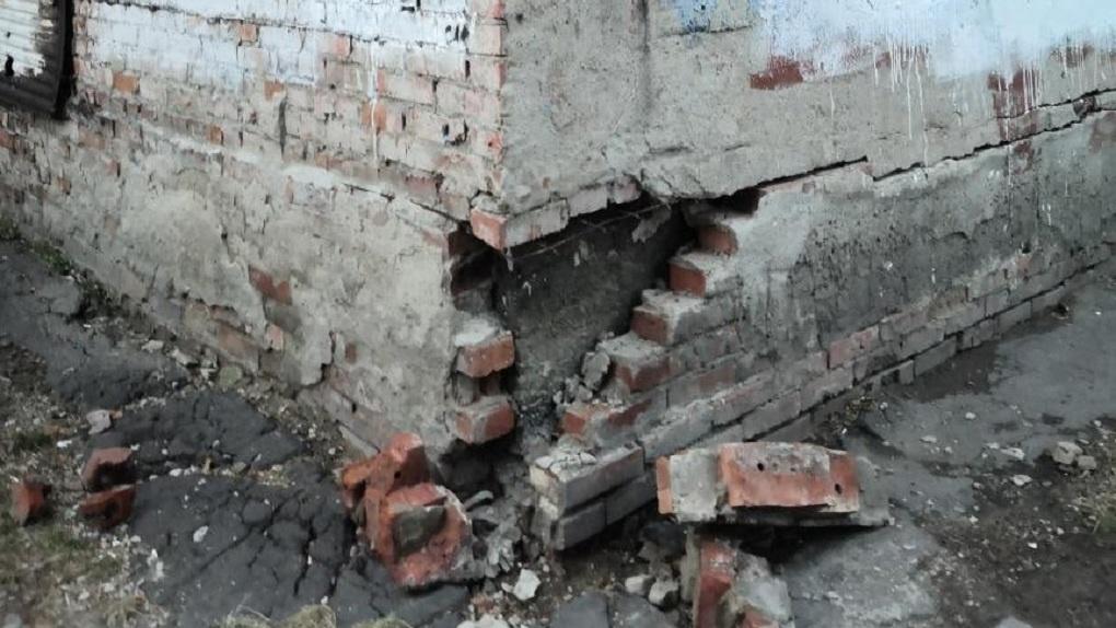 Карточные домики. В Омске начала разрушаться ещё одна многоэтажка