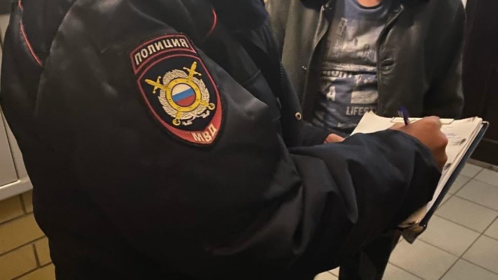 Полиция показала лицо омича, который швырял об пол собственных детей
