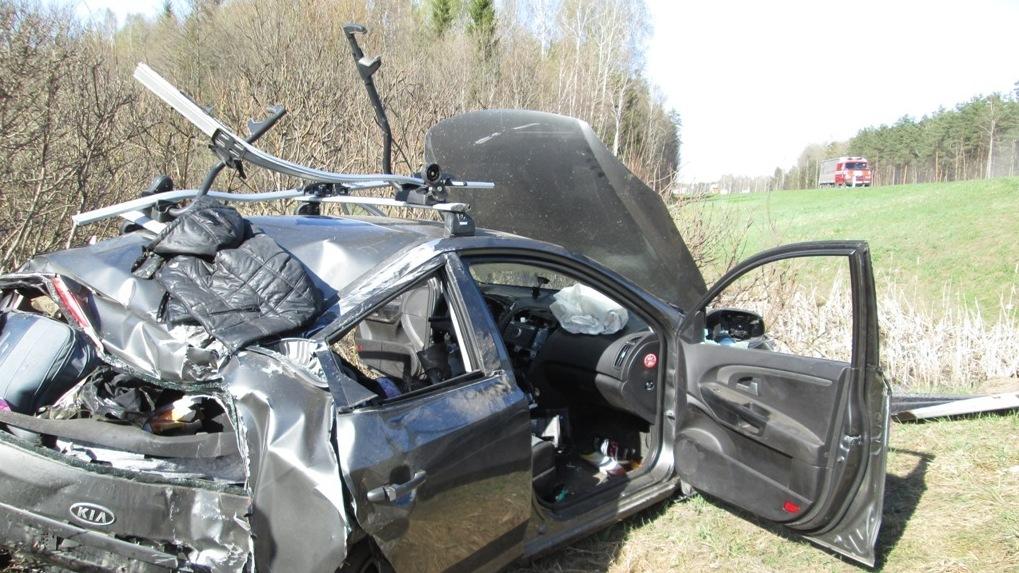 В Омске рано утром неадекватный водитель перевернулся на машине