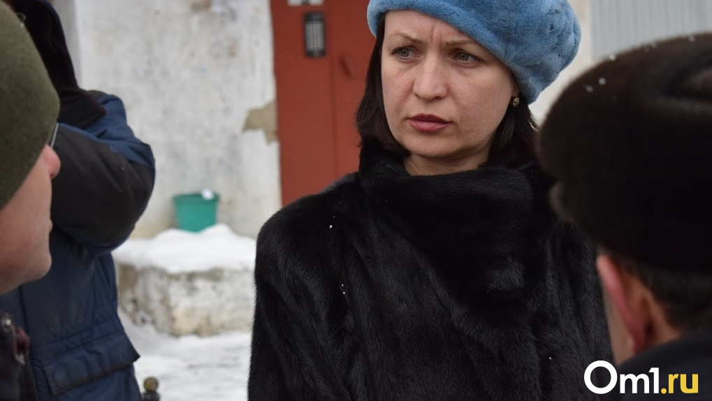 После публикации Om1 мэр Омска Фадина лично проинспектирует школу, в которой может рухнуть потолок