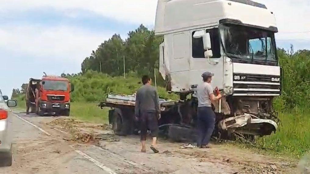 Фура сложилась пополам в результате жесткого ДТП на трассе «Новосибирск — Ленинск-Кузнецкий»