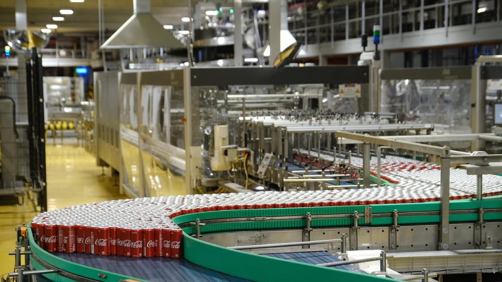 В Новосибирске начали производить напиток Coca-Cola в алюминиевой банке
