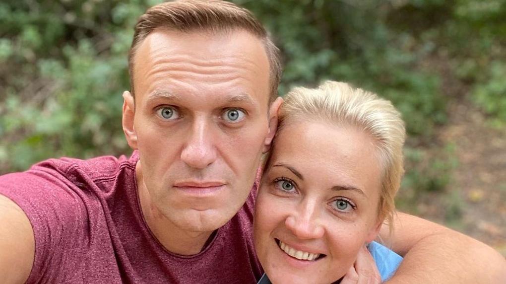 «Иди, забери у него пистолет, мы сбежим», - Навальный рассказал о своих галлюцинациях в Германии