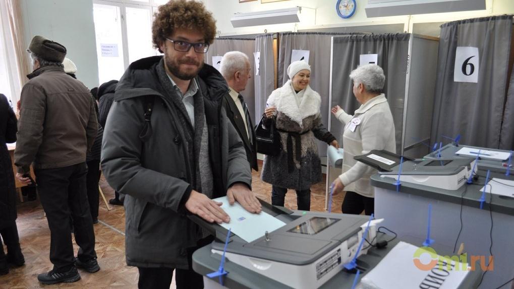 Блогер Илья Варламов проголосовал в Омске за президента России