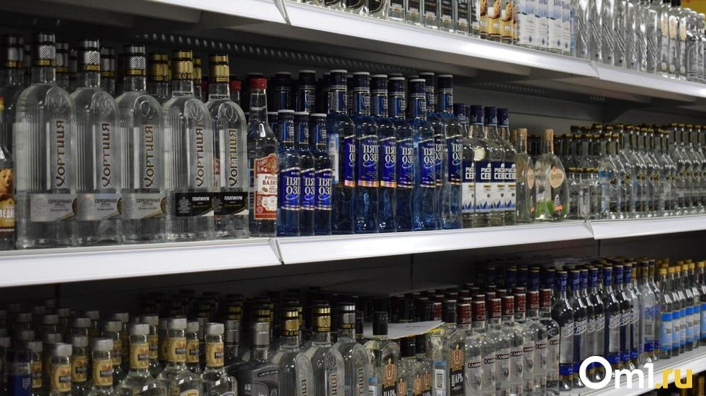 Омские грабители ночью напились в супермаркете и спрятались от полиции в холодильнике