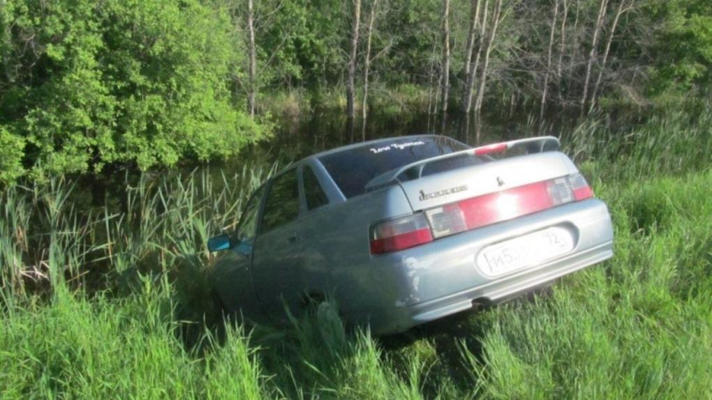 В Омской области пустой автомобиль насмерть переехал водителя