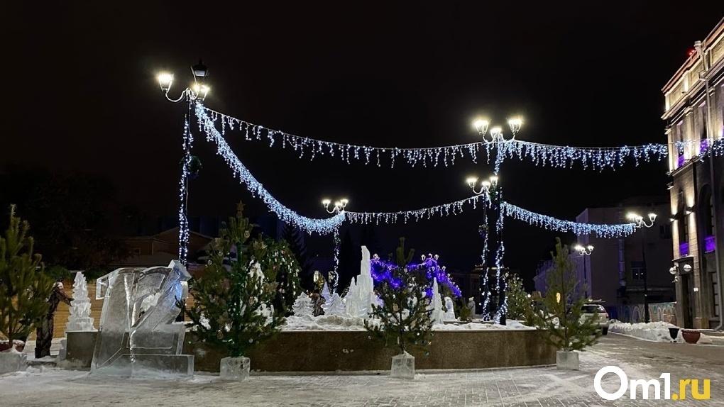 Стало известно, когда в Омске уберут новогодние украшения