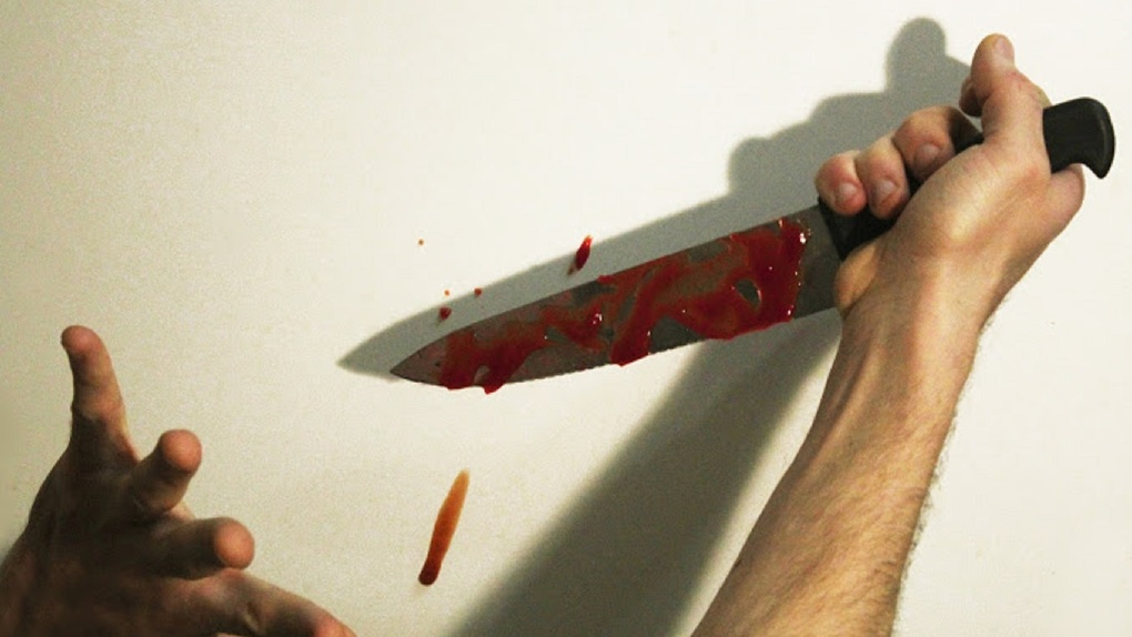 Рецидивист вошел в комнату к омичке и, угрожая ножом, напал на нее