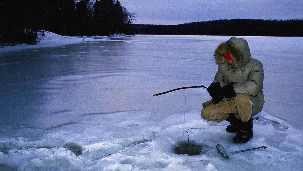 Спасение утопающих: омичам посоветовали брать на зимнюю рыбалку детский крем и монеты