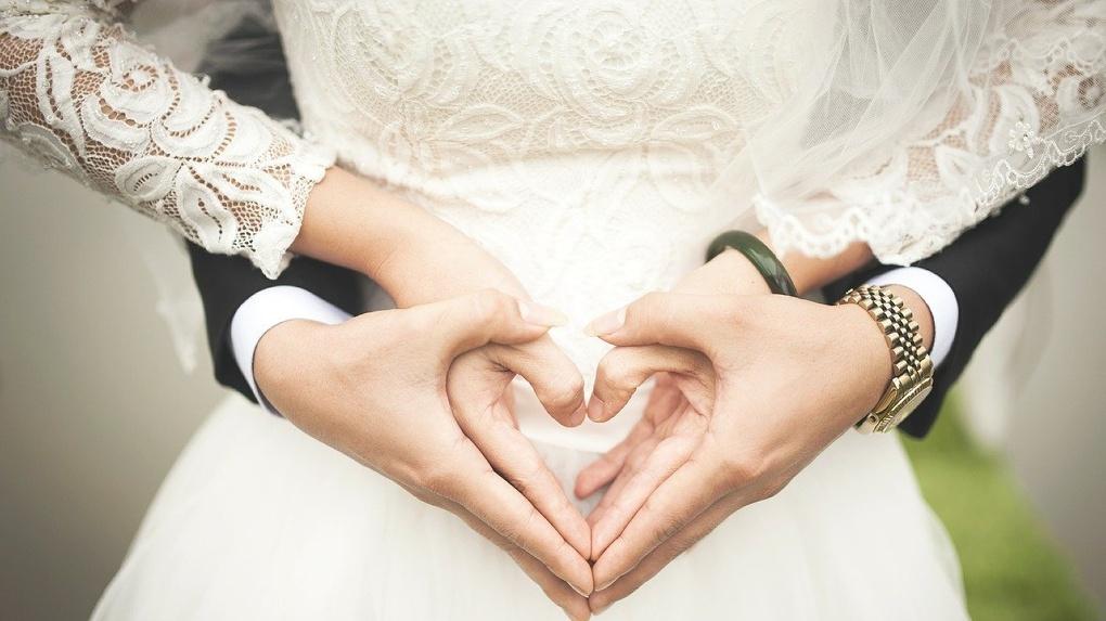 «Хотели пожениться»: невеста впала в кому после ДТП в Новосибирске