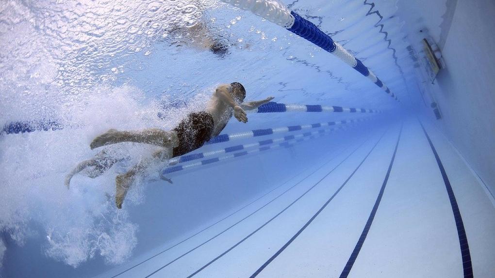 Новосибирец получил химический ожог глаз после купания в бассейне